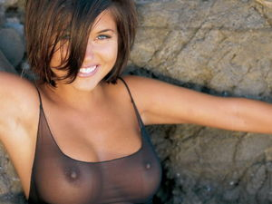 tiffani thiessen nipples