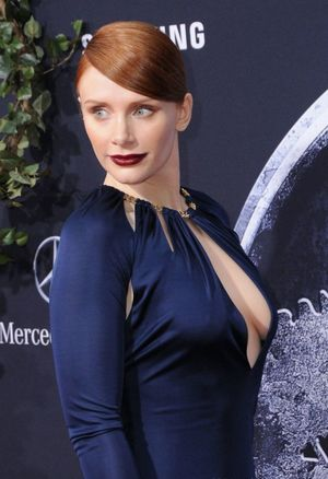 bryce dallas howard cleavage