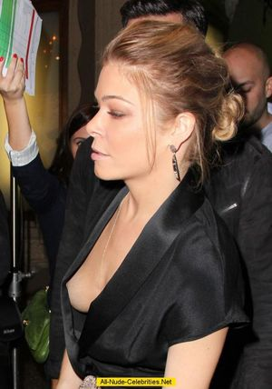 hot celebrities nip slips
