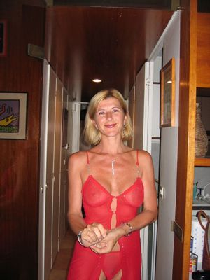 beautiful mature naked woman